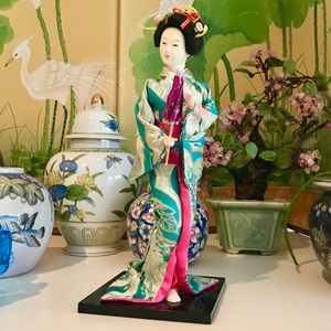 Japanese Geisha Figurine in Kimono EUC